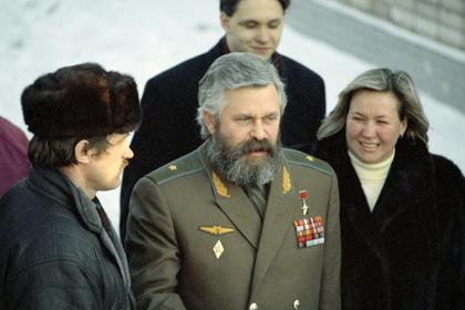 Александр Руцкой (в центре), 1993 год