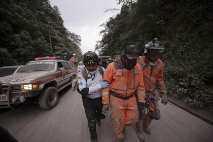 В результате извержения вулкана в Гватемале погибли люди