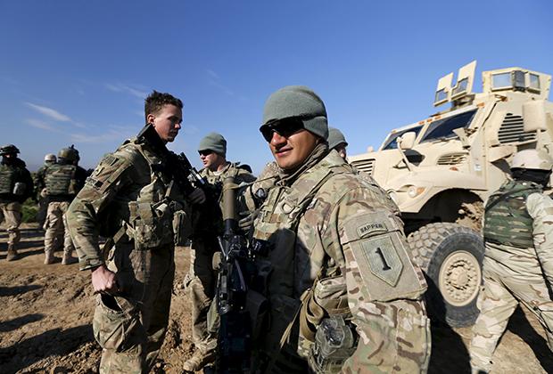 Военные инструкторы США во время тренировки иракских бойцов