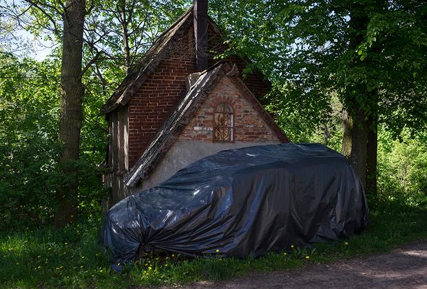 Местные шутят, что заброшенных объектов в поселке больше, чем заселенных.