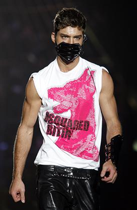 Скинхеды первой и даже второй волны редко скрывали лицо даже во время драк, но DSquared2 все же включили в свою коллекцию 2007/2008, показанную на Миланской неделе моды, маску.