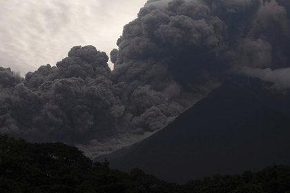 Число жертв извержения вулкана в Гватемале превысило 60