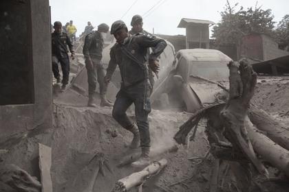 Власти Гватемалы заявили о 200 пропавших без вести после извержения вулкана