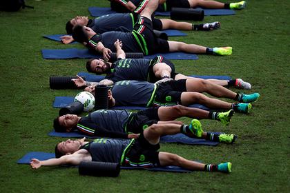 Игроки из Мексики устроили суточную оргию