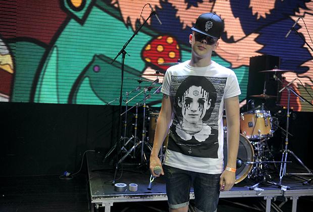 Бывший сотрудник Министерства финансов РФ, музыкант рэп-команды Anacondaz, автор и исполнитель текстов Артем Хорев.