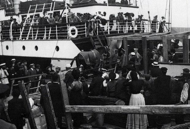 Погрузка российской олимпийской команды на пароход «Бирма»