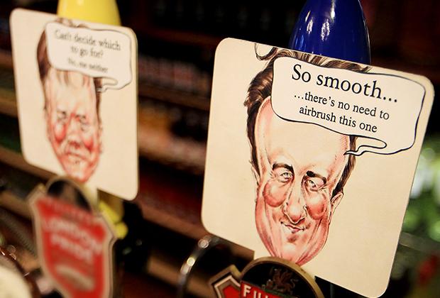 Карикатуры на Ника Клегга и Дэвида Кэмерона в баре Вестминстера