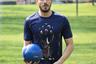 Французский люксовый бренд не остается в стороне от футбола: он предложил спортивный костюм из хлопка и шелка с замшевой отделкой, два поло из хлопка и шелка, джинсы из хлопка стрейч и футболки с принтом, в котором логотип бренда превращен в вариацию на тему футбольного кубка.
