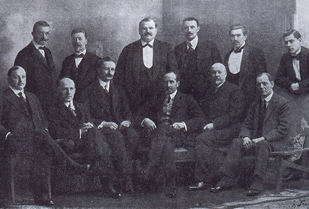 Комитет московской футбольной лиги. В центре сидит Роберт Фульда, крайний справа— Клементий Чарнок