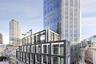 Европейский финалист — Angel Court — находится в районе Лондона, где запрещено строительство высотных зданий. Как так получилось? Проект создан на основе построенной еще в 70-х башни, которой дали новый облик и новую жизнь. Рядом устроили пешеходную зону с магазинами и ресторанами.
