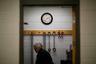 Руководство тюрьмы и хотело бы дать заключенным возможность получить рабочую специальность, но на это не хватает ни денег, ни персонала. «Если они не выйдут отсюда с какими-либо навыками, они вновь вернутся к той жизни, которую вели», — огорчается заместитель начальника исправительного учреждения лейтенант Мэллори Кэмпбелл.