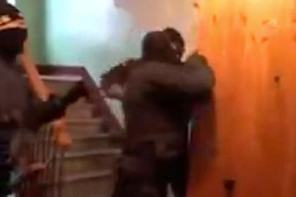 Задержание банды рэкетиров-лжеполицейских сняли на видео