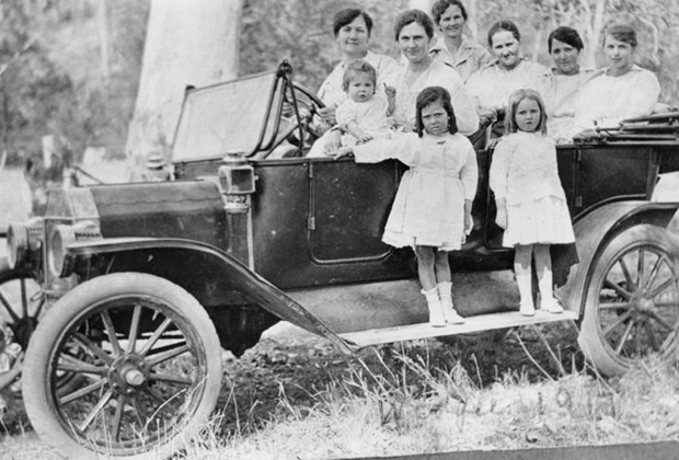 Семья Шепперсонов в автомобиле Ford Model T