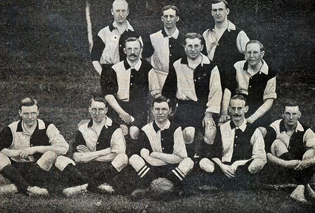 Первая футбольная команда Британского спортивного клуба, игравшая на Кубке Фульды