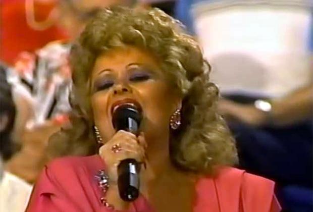 Тэмми поет мотивационные христианские песни
