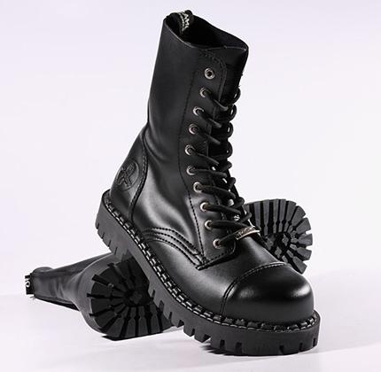 Появление марки «Camelot» стало российским ответом на популярность тяжелых ботинок.