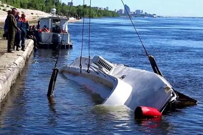 Капитана катамарана обвинили в столкновении с баржей на Волге