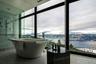 Если же хочется отдохновения от рукотворных пейзажей — канадский Sparkling Hill Resort с умиротворяющим видом на озеро Оканаган подойдет в самый раз.
