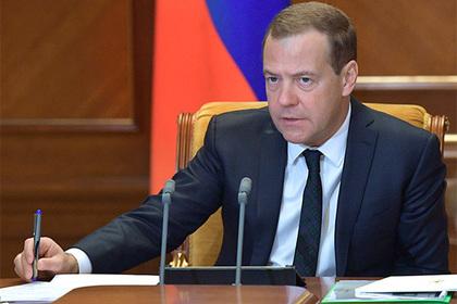 Медведев объявил о повышении пенсионного возраста