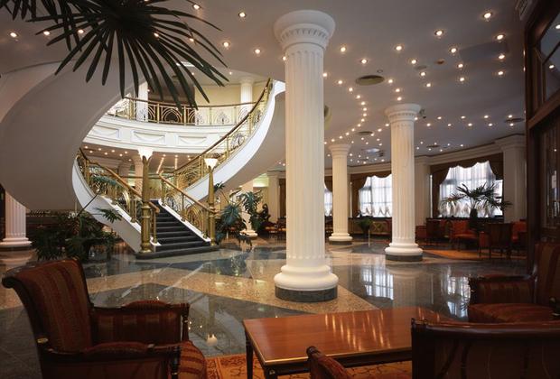 Сборная Туниса по прозвищу Les Aigles de Carthage («Орлы Карфагена») выбрала пятизвездочный парк-отель Imperial Park Hotel & SPA в деревне Рогозинино. Гостиницу окружает настоящий подмосковный сосновый бор.