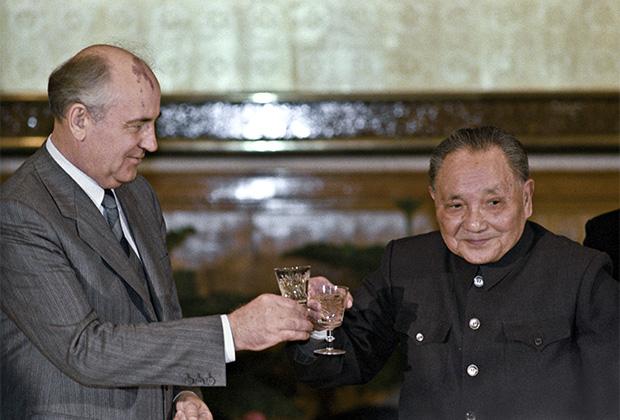 Михаил Горбачев и Дэн Сяопин. 1989 год