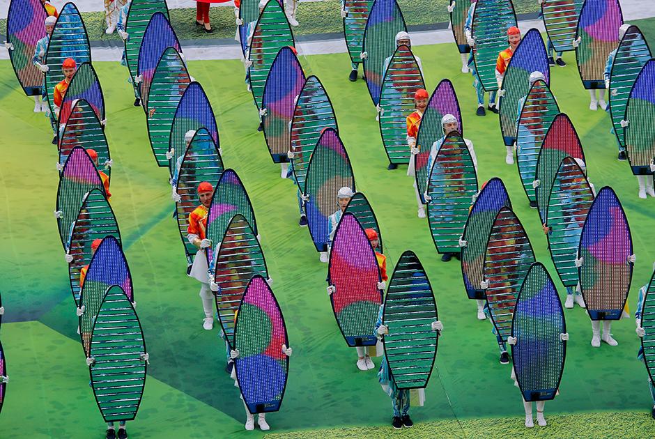 Церемония открытия была максимально короткой и длилась всего около 20 минут. На прошедшем мундиале в Бразилии мероприятие было гораздо масштабнее.