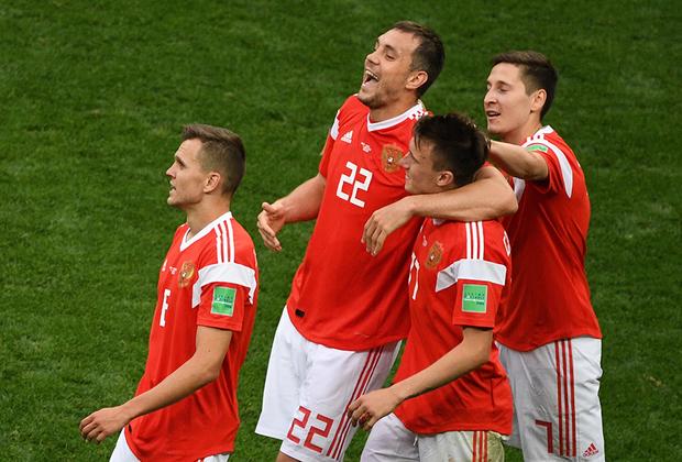 Сборная России разгромила команду Саудовской Аравии со счетом 5:0. Следующий соперник россиян — Египет.