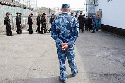 Россиянин отправился в колонию строгого режима за прописку 200 мигрантов