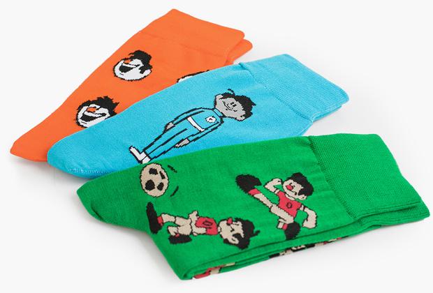 Коллекцию цветных носков-унисекс с мультяшными футболистами российский бренд St.Friday Socks выпустил специально к чемпионату мира совместно со студией «Союзмультфильм».