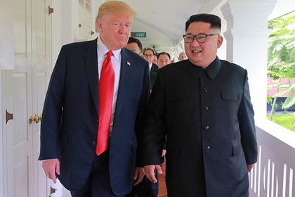 Трамп поделился с Ким Чен Ыном номером мобильного