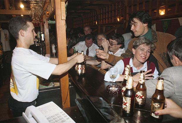 Встреча членов Партии любителей пива, 1994 год