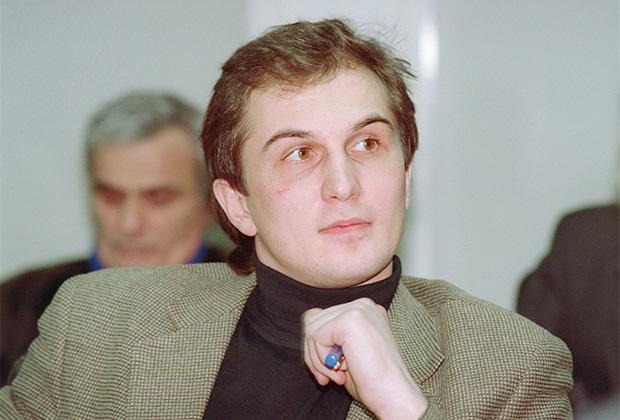 Генеральный секретарь ЦК Партии любителей пива Константин Калачев на круглом столе в Госдуме, 1995 год