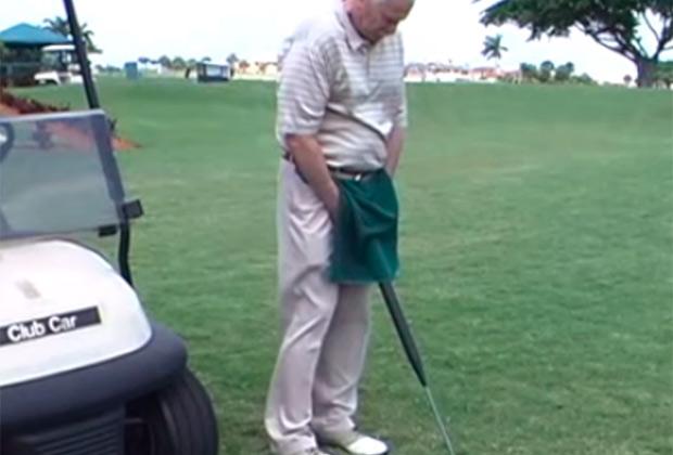 Клюшка для гольфа с потайным мочеприемником