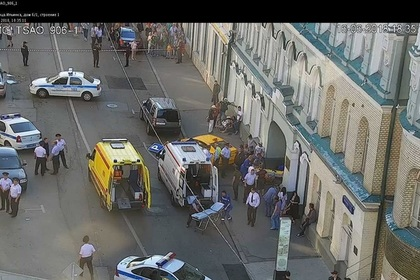 Таксист в Москве въехал в толпу людей