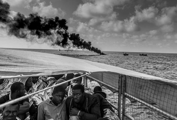 В течение 2015 и 2016 годов Джейсон Флорио документировал работу корабля, специально созданного для спасения жизней мигрантов, пытающихся пересечь Средиземное море из Ливии в Европу. Со слов фотографа, эта серия для него — очень личная: он помог многим из людей, а с некоторыми — подружился. Эмоциональный фоторассказ о трудностях в жизни современных кочевников попал в шорт-лист конкурса CAP.
