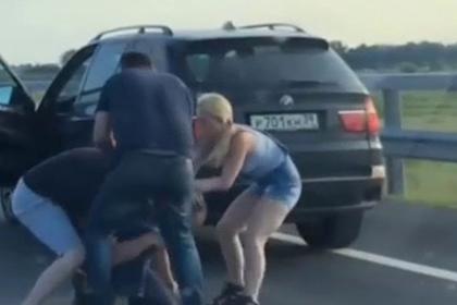 Водитель на BMW дал бой «обочечникам» и попал на видео