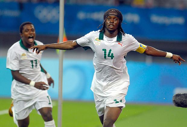 В XXI веке косичками на голове футболиста уже никого не удивишь, но нападающий сборной Кот-д'Ивуара Жерве Яо Куасси, более известный как Жервиньо, нашел способ выделиться. Свои тонкие косички он фиксирует резинкой. В 2010 году в Бразилии Жервиньо играл ярко, но для выхода ивуарийцев из группы его усилий не хватило, хотя состав у африканцев был очень сильным.
