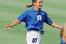 Мало кто из футболистов получал прозвище из-за своей прически. Лидера сборной Италии начала 1990-х Роберто Баджо на родине называли Il Divin Codino — «божественный хвостик». В историю чемпионатов мира «хвостик» навсегда вошел после своего промаха в серии пенальти в 1994 году в США.