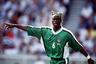 Всевозможные косички любимы многими чернокожими футболистами, но пока никто не смог превзойти в оригинальности защитника сборной Нигерии Тарибо Уэста. Нигериец шокировал общественность зелеными кустами на своей голове во время чемпионата мира во Франции в 1998 году. Помимо безумной прически, Уэст запомнился и сильными выступлениями: вместе со сборной он стал Олимпийским чемпионом Атланты, серебряным и бронзовым призером Кубка Африки, а на чемпионате мира вышел в 1/8 финала.
