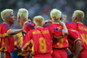 Но, пожалуй, самые главные любители осветлить волосы в истории чемпионатов мира — сборная Румынии. На чемпионате мира 1998 года во Франции все полевые игроки национальной команды предстали в образе блондинов. Румыны уверенно вышли из группы с первого места, но в 1/8 проиграли Хорватии.