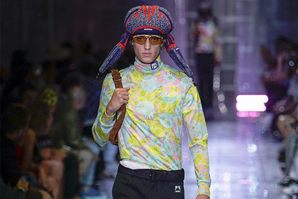 «Сексуальных парней» нарядили в русский национальный головной убор