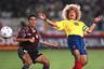 1990-е годы стали настоящим золотым веком колумбийского футбола: сборная трижды подряд попадала на чемпионат мира. Лицом этого поколения стал Карлос Вальдеррама. Полузащитник выделялся отличным видением поля и огромной копной волос. Карлос не изменил любимой прическе ни во время, ни после завершения футбольной карьеры.