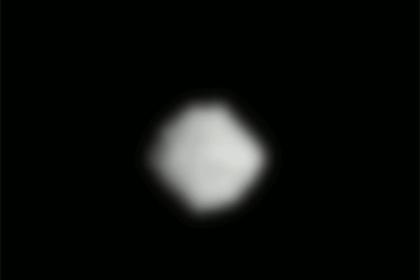 Впервые сфотографирован вращающийся темный астероид
