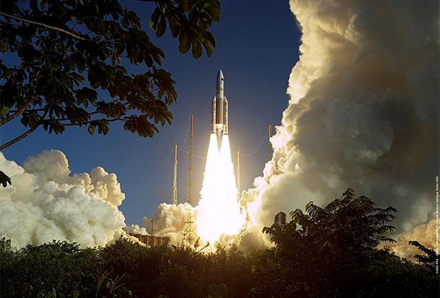 Пуск ракеты Ariane 5 с Куру во Французской Гвиане
