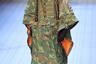 Камуфляж, подтяжки, оранжевая подкладка куртки — о том, что перед нами не скинхед, говорит только разрез глаз модели. Показ Dolce & Gabbana.