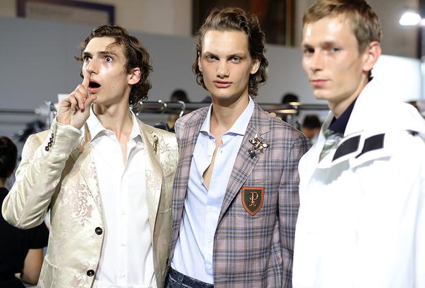 Наверняка Стас Михайлов по достоинству оценит новую коллекцию Pal Zileri. Расшитые пиджаки, расстегнутые едва ли не до пупа рубашки и яркие брошки, оказывается, любят не только в ресторанах черноморского побережья, но и в Милане.