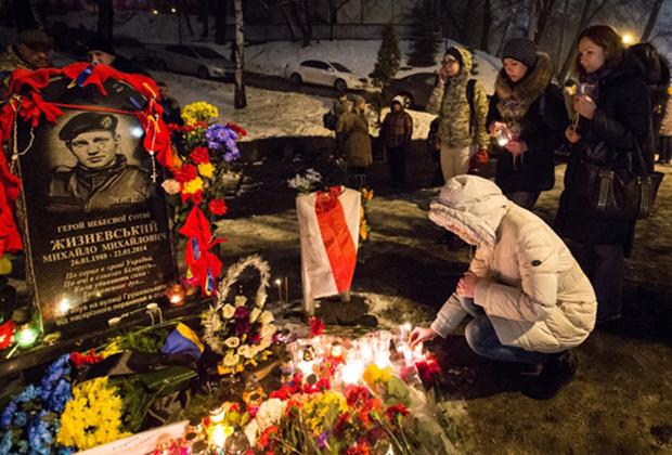 Мемориал на улице Грушевского, на месте гибели Михаила Жизневского, Сергея Нигояна и Романа Сеника