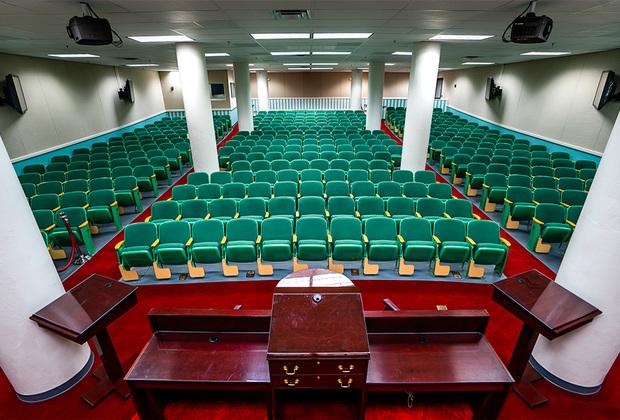 Зал заседаний Палаты представителей США в бомбоубежище под отелем «Гринбриер».