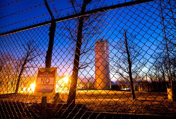 Укрепленная башня-убежище на вершине холма Лэмба (Мэриленд), известная под кодовым названием «Штопор». Сеть таких башен должна была в случае ядерного конфликта обеспечить связь между Белым домом и удаленными правительственными учреждениями, такими как комплекс «Рэйвен Рок» («подземный Пентагон») и Центром чрезвычайных операций «Маунт-Уэзер» (бункер для высшего руководства США). В настоящее время «Штопор» используется Федеральным управлением гражданской авиации США.