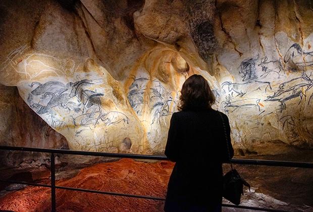 С той же проблемой столкнулись и при сохранении пещер с наскальной живописью. Французам уже пришлось создавать копии двух пещер— Ласко и Шове. Теперь по ним можно совершить и виртуальную экскурсию.